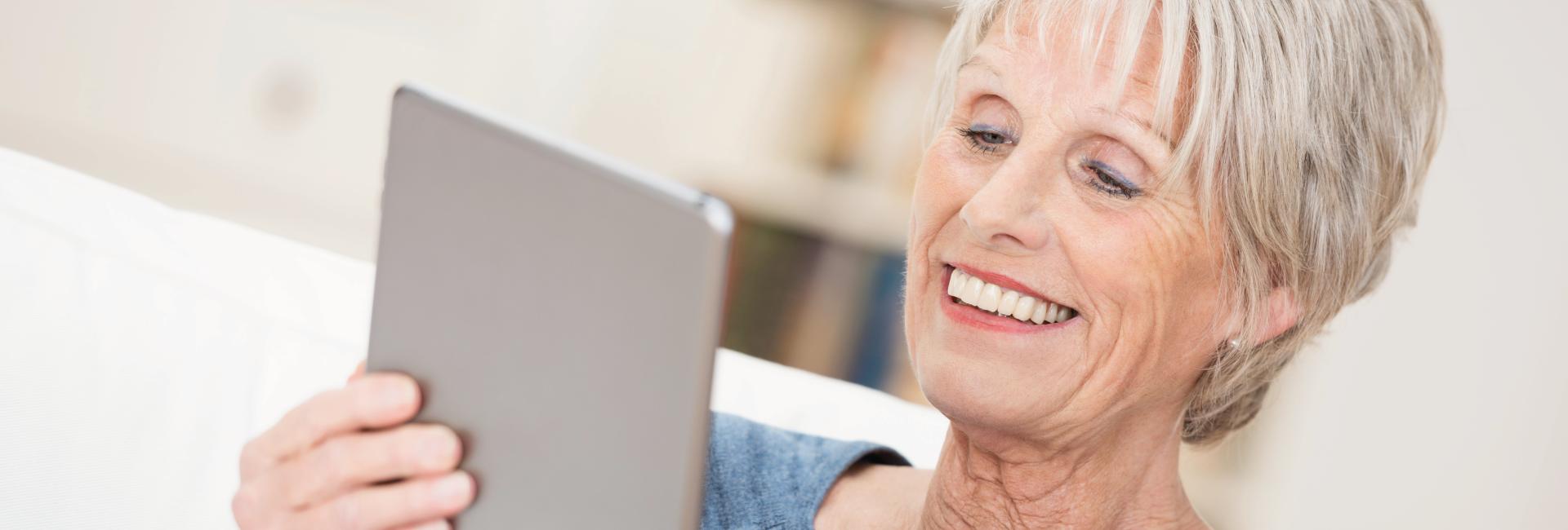 personas mayores con accesibilidad a la tecnologia y al smarthome